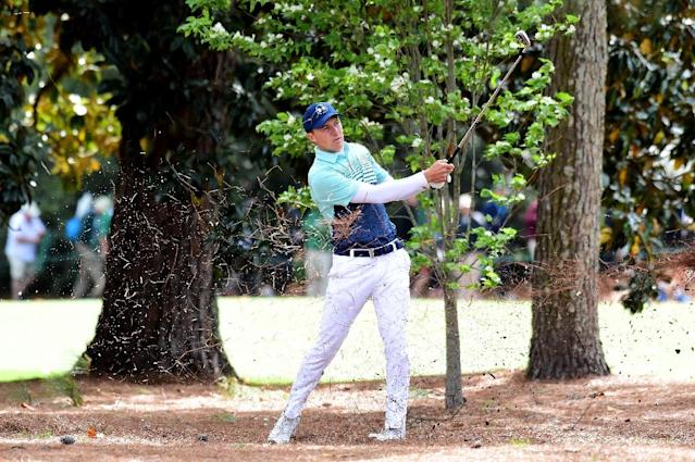 Jordan Spieth of the United States plays his second shot on the 18th hole during the first round of the 2017 Masters Tournament at Augusta National Golf Club on April 6, 2017 in Augusta, Georgia (AFP Photo/Harry How)