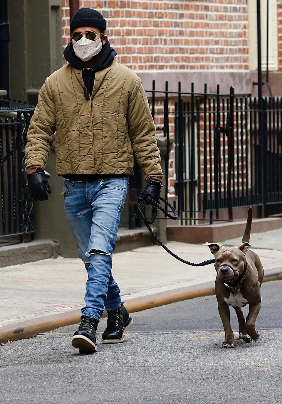 <p>Justin Theroux bundles up to walk his dog out on Monday in N.Y.C.'s West Village.</p>