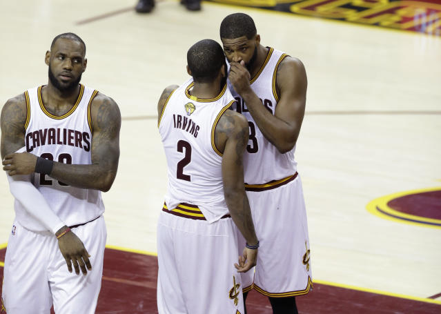 """Apparently <a class=""""link rapid-noclick-resp"""" href=""""/nba/players/4840/"""" data-ylk=""""slk:Kyrie Irving"""">Kyrie Irving</a> *did* speak to teammates during games. (AP)"""
