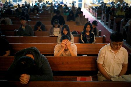 Students pray during an early-morning prayer session at the Presbyterian University and Theological Seminary (PUTS) in Seoul, South Korea, September 12, 2017. Picture taken on September 12, 2017.  REUTERS/Kim Hong-Ji