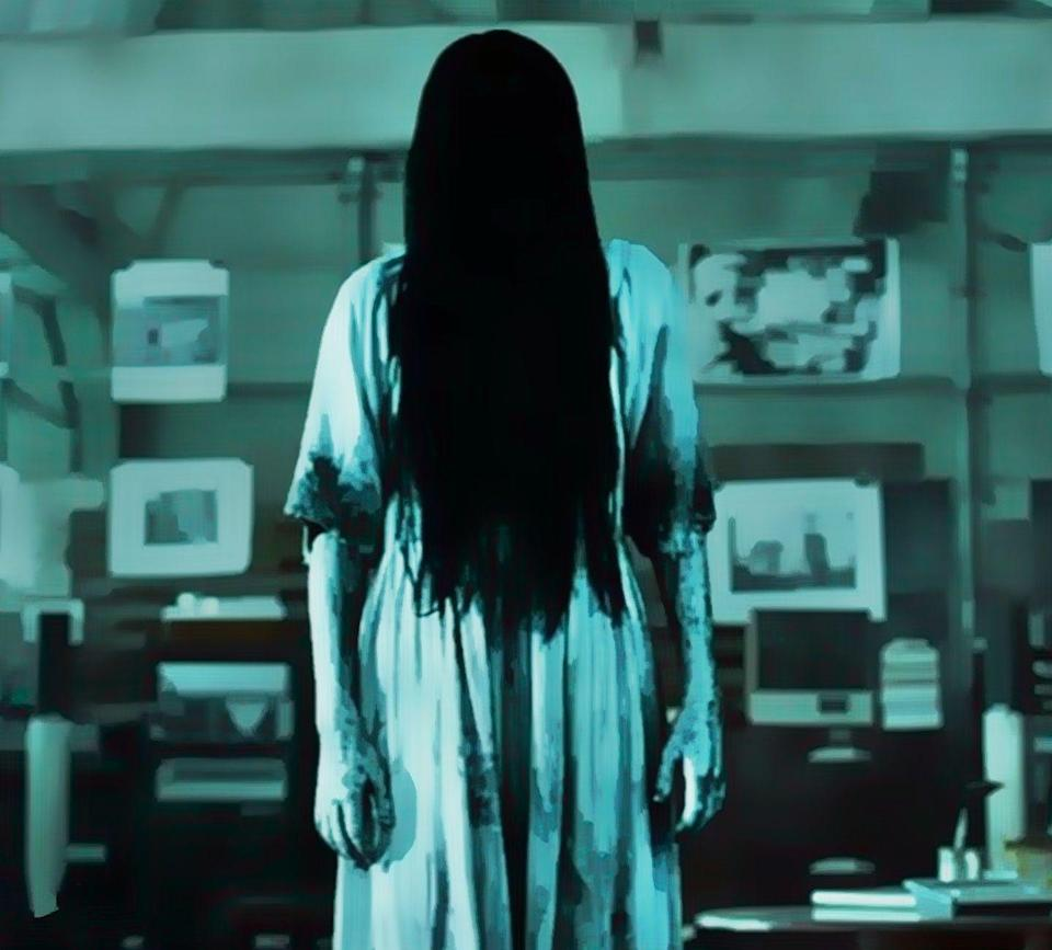 """<p>An American remake of the Japanese horror movie <em><a href=""""https://www.amazon.com/Ringu-Nanako-Matsushima/dp/B085HFYJ5V?tag=syn-yahoo-20&ascsubtag=%5Bartid%7C10055.g.28067867%5Bsrc%7Cyahoo-us"""" rel=""""nofollow noopener"""" target=""""_blank"""" data-ylk=""""slk:Ringu"""" class=""""link rapid-noclick-resp"""">Ringu</a></em> (not on Netflix), <em>The Ring</em> has the scariest of the herky-jerky, hair-over-the-face ghosts that dominated the early 2000s.</p><p><a class=""""link rapid-noclick-resp"""" href=""""https://www.netflix.com/watch/60024914"""" rel=""""nofollow noopener"""" target=""""_blank"""" data-ylk=""""slk:STREAM NOW"""">STREAM NOW</a></p>"""