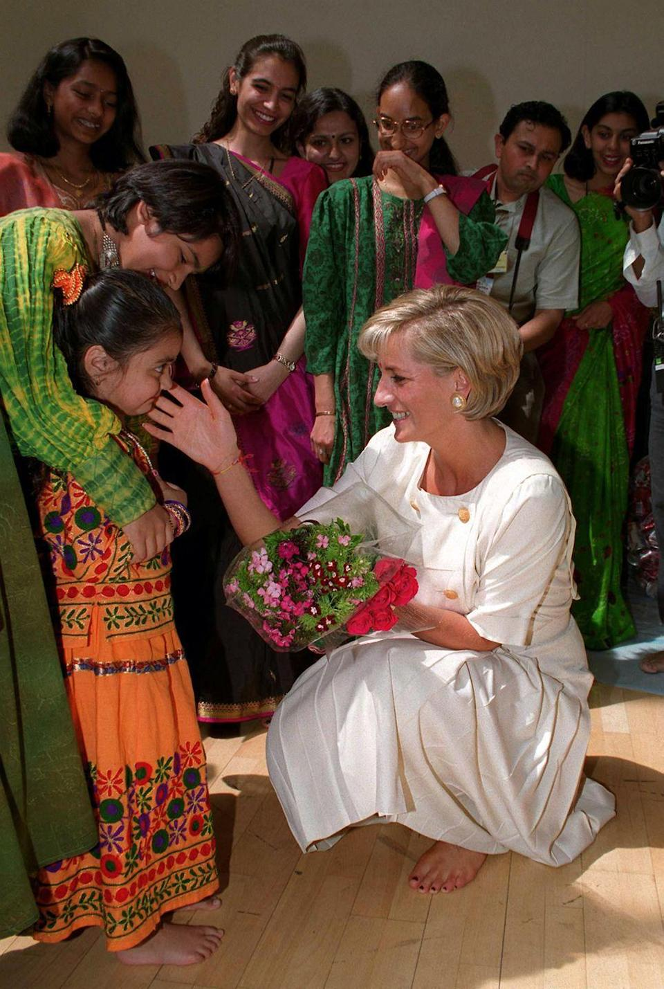 <p>Princess Diana chats with a young girl at Shri Swaminarayan Mandir Hindu Temple in London on June 6, 1997. </p>