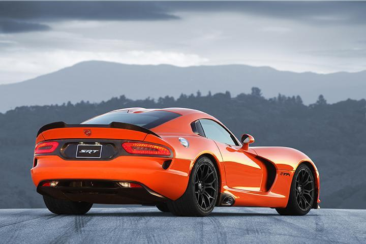 2014 Dodge Viper recall rearview photo