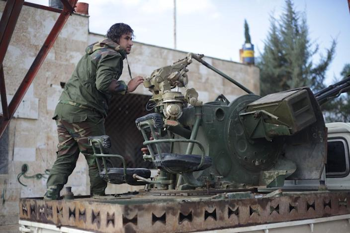 A Turkish-backed Syrian fighter loads ammunition in the area of Sajour between the northern Syrian towns of Jarablus and Manbij on December 28, 2018 (AFP Photo/Bakr ALKASEM)