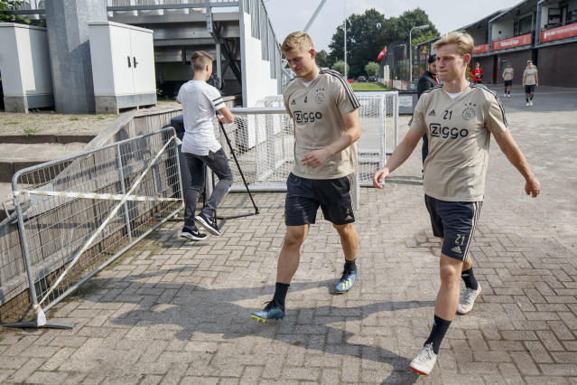 Matthijs de Ligt (4) and Frenkie de Jong are the latest standouts to give Ajax hope for glory — and likely leave soon for richer pastures. (Getty)