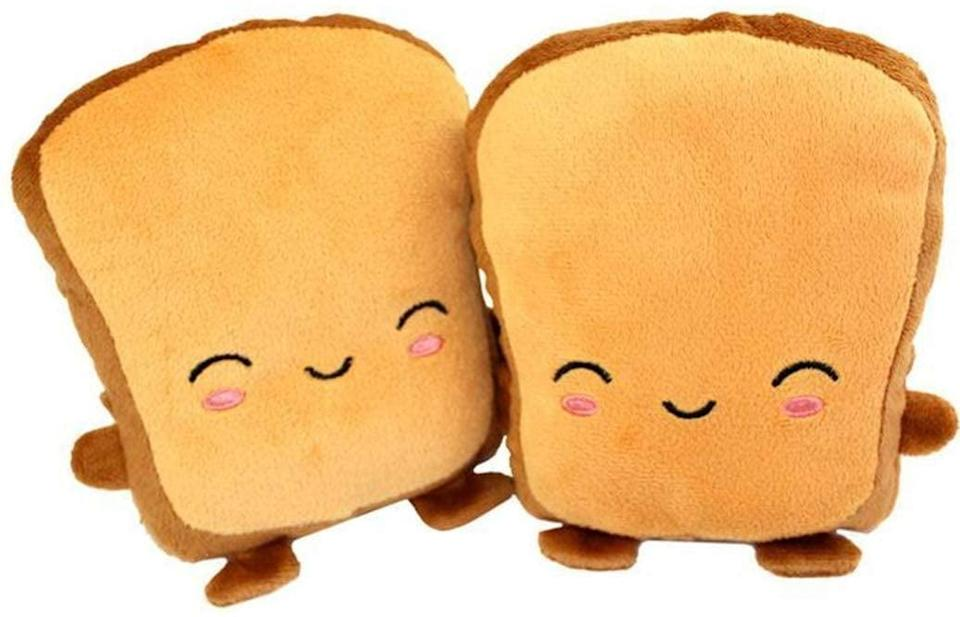 <p>These <span>Toast-Themed USB Heated Gloves</span> ($19) are too cute to pass up on!</p>