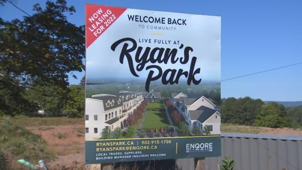 A sign at the site of the Ryan's Park development shows the plan for townhouses surrounding a shared courtyard.  (Brian MacKay/CBC - image credit)