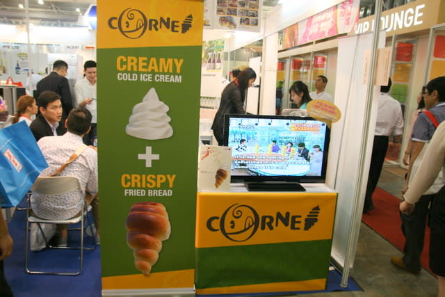 Creamy cold ice cream and crispy fried bread - will it take over regular ice cream cones? We already love ice cream sandwiches sold by those mobile peddlers (who will soon be a thing of the past, sadly). Corne will be arriving in Singapore end of the year, so we'll see. The bread is designed to be hardy enough to hold the ice cream, and even soak up the ice cream when it melts!