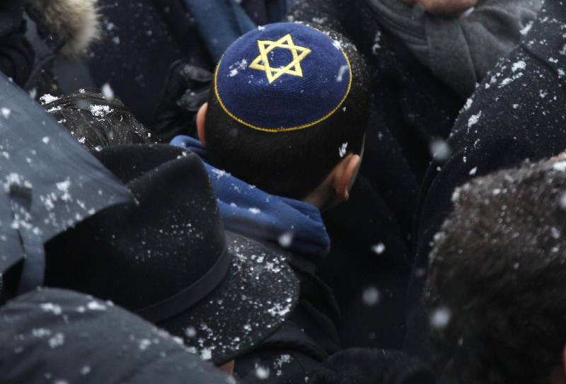 Israel Urges Jews To Leave France To Protest Peace Talks