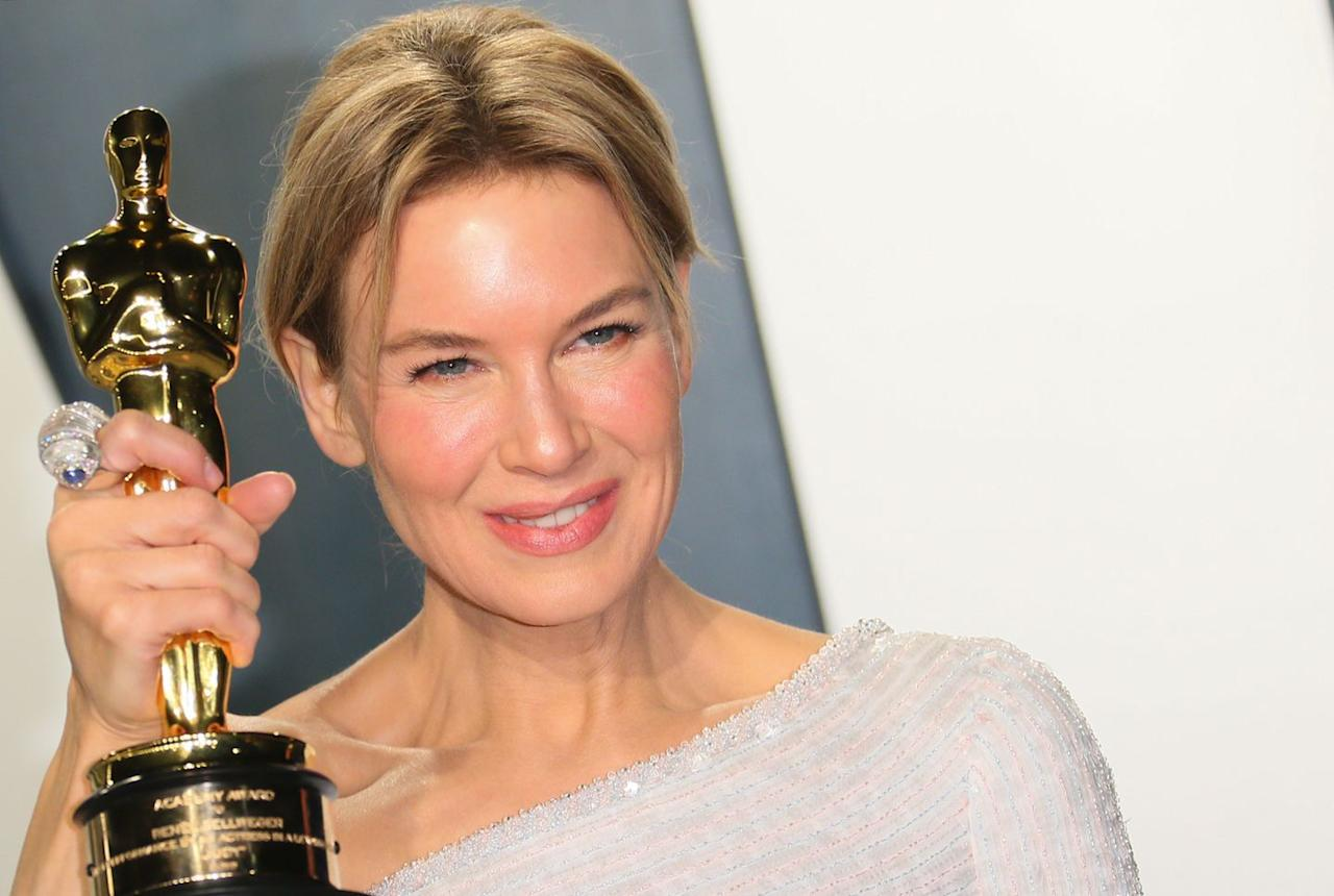 <p>Zellweger clutched her gold statuette wearing a dramatic David Webb ring, created out of rock crystal, diamonds and a pair of cabochon sapphires. </p>