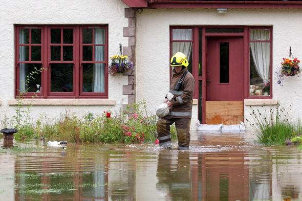 Heavy rain in Scotland causes travel chaos