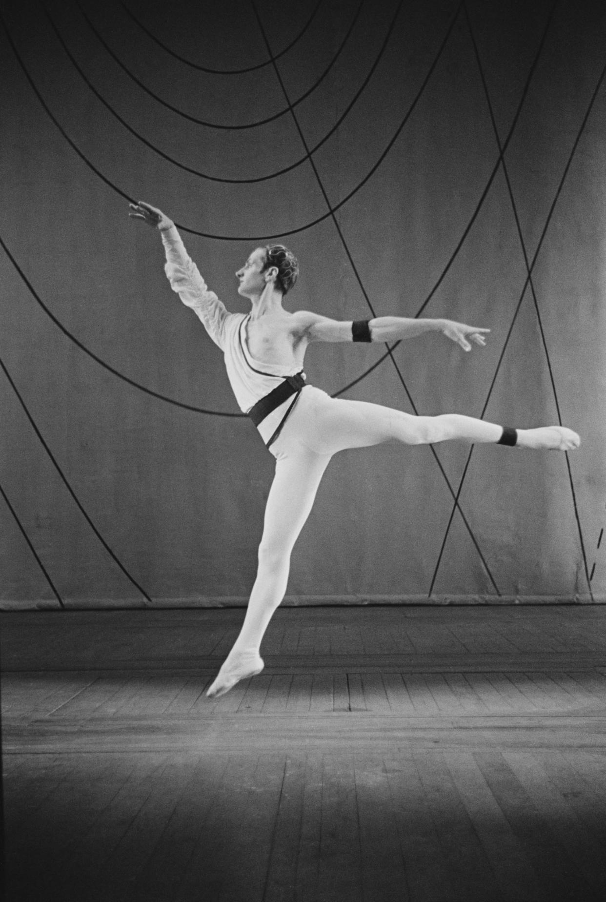 Henry Danton in a scene from the Frederick Ashton produced ballet 'Symphonic Variations' as performed by the Sadler's Wells Ballet at the Royal Opera House, Covent Garden, London, 1946. (Photo by Baron/Hulton Archive/Getty Images)