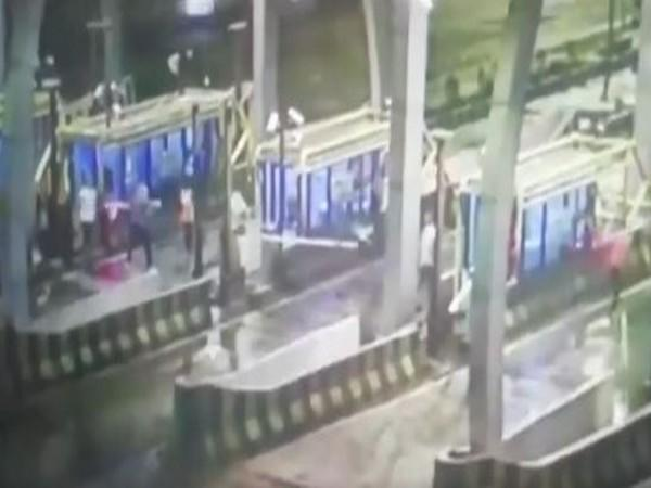 Unidentified miscreants vandalised a toll plaza on Indore-Ahmedabad Highway on Friday night.
