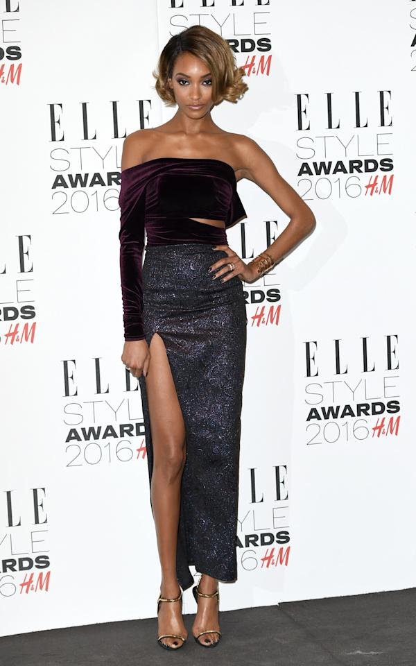 <p>The model, who was presented with the Style Influencer of the Year trophy, showed major skin in a one-sleeved, shoulder-bearing top and a high-slit skirt. (<i>Photo: Getty Images</i>)<br /></p>