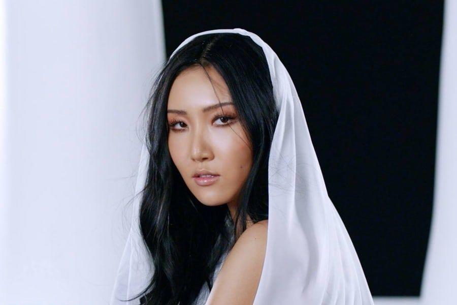 "MAMAMOO's Hwasa Says ""Twit"" Is Based On Her Own Love Life 