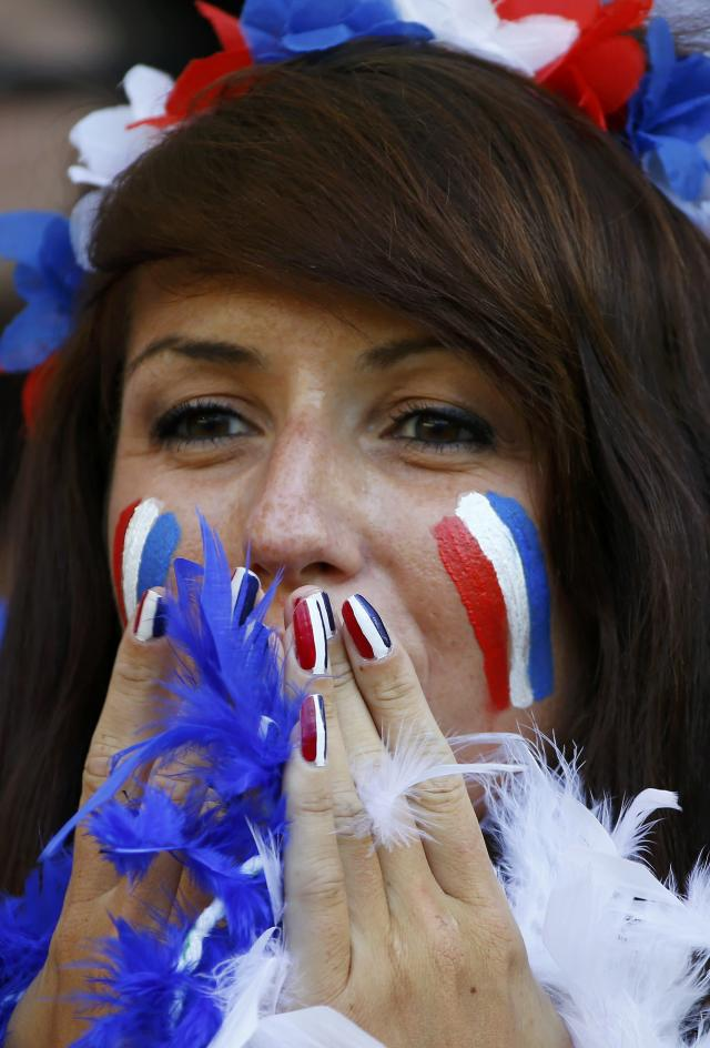 A fan of France sports painted nails in the country's colours before their 2014 World Cup Group E soccer match against Ecuador at the Maracana stadium in Rio de Janeiro June 25, 2014. REUTERS/Pilar Olivares (BRAZIL - Tags: SOCCER SPORT WORLD CUP)