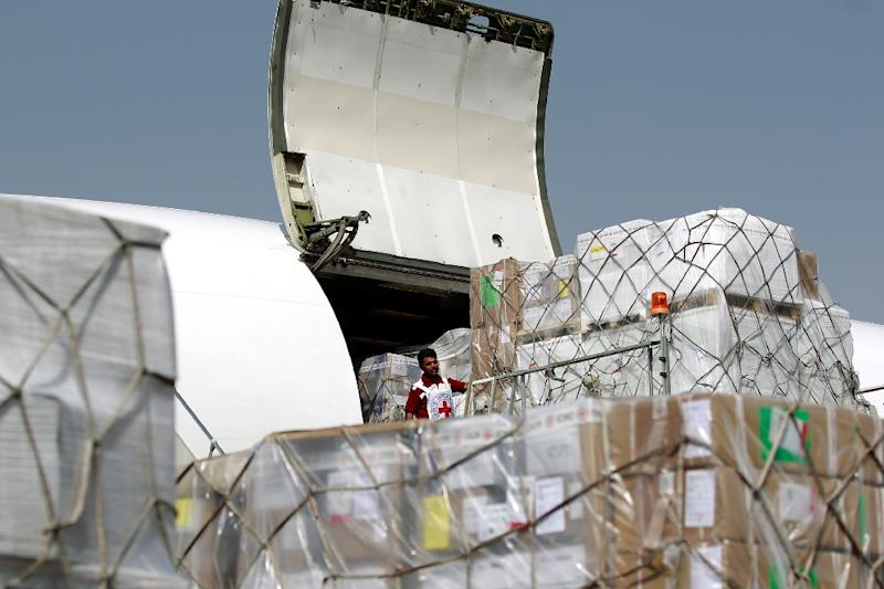 Members of the International Committee of the Red Cross unload emergency medical aid at the international airport in Sanaa on April 11, 2015 (AFP Photo/Mohammed Huwais)
