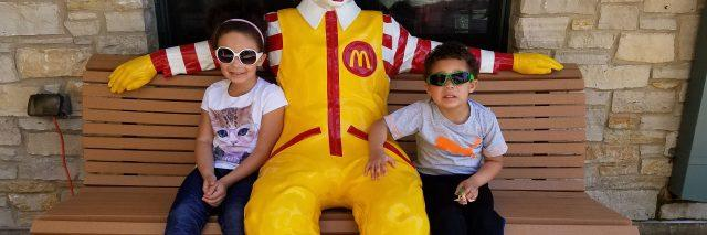 kids with ronald mcdonald