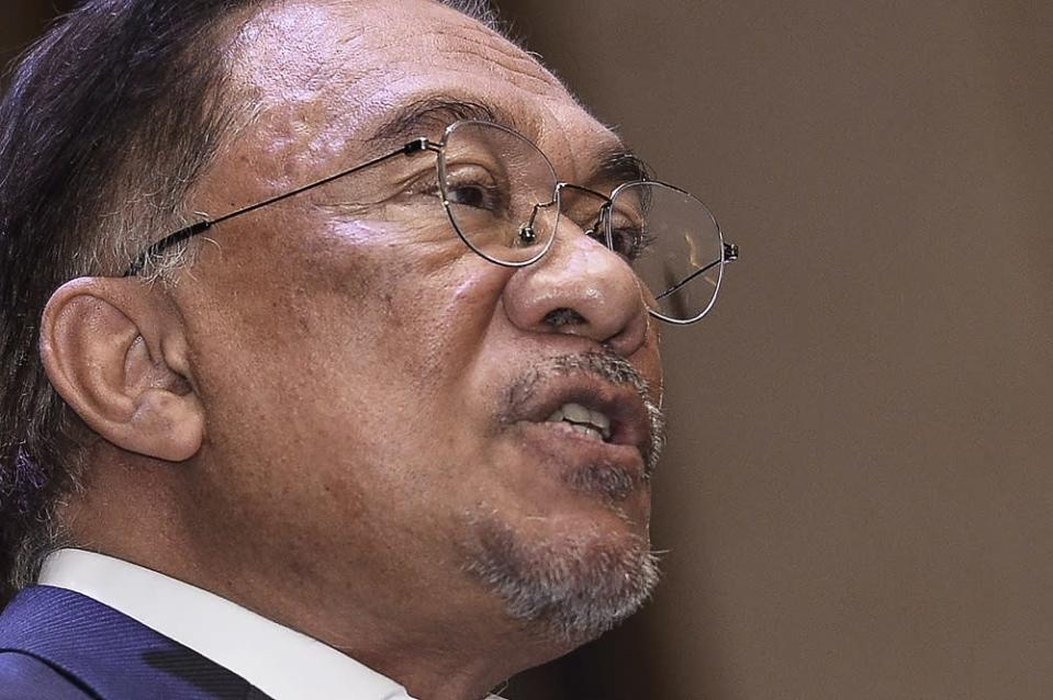 Datuk Seri Anwar Ibrahim says that after nearly four decades with Petronas, Wan Zulkiflee's resignation ahead of his contract expiry next April invited suspicions. — Picture by Miera Zulyana