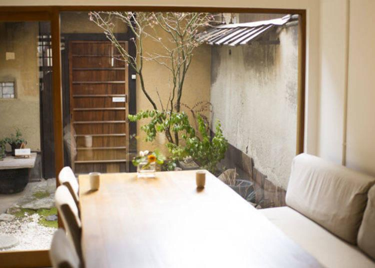 ▲Located in a renovated home, the shop has a small courtyard, which provides sunlight to create a relaxing atmosphere