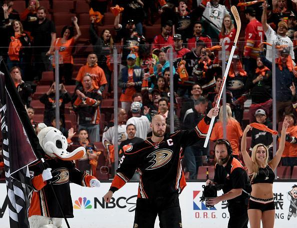 "ANAHEIM, CA – APRIL 15: <a class=""link rapid-noclick-resp"" href=""/nhl/players/3357/"" data-ylk=""slk:Ryan Getzlaf"">Ryan Getzlaf</a> #15 of the <a class=""link rapid-noclick-resp"" href=""/nhl/teams/ana/"" data-ylk=""slk:Anaheim Ducks"">Anaheim Ducks</a> acknowledges the fans after the game against the <a class=""link rapid-noclick-resp"" href=""/nhl/teams/cgy/"" data-ylk=""slk:Calgary Flames"">Calgary Flames</a> in Game Two of the Western Conference First Round during the 2017 NHL Stanley Cup Playoffs at Honda Center on April 15, 2017 in Anaheim, California. Getzlaf's third period goal proved to be the game winner as the Ducks beat the Flames, 3-2. (Photo by Robert Binder/NHLI via Getty Images)"