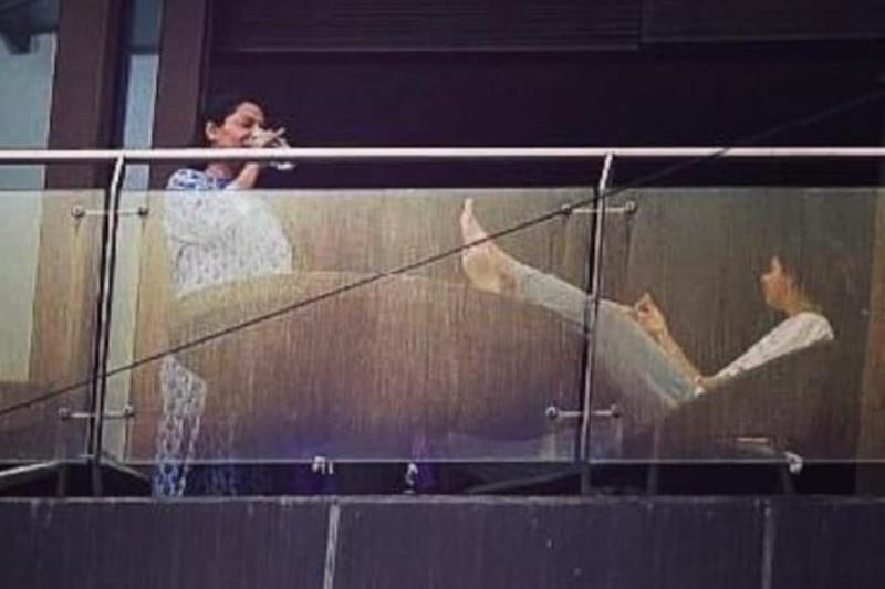 Suhana Khan And Gauri Khan Spotted Relaxing In Their Balcony, See Pic