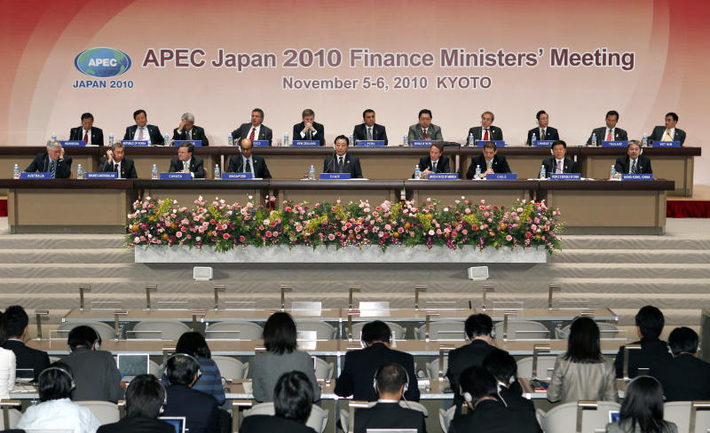 APEC Finance Ministers attend a joint press conference at Kyoto International Conference Center in Kyoto, Japan, Saturday, Nov. 6, 2010. From left in front row are Australian Treasurer Wayne Swan, Brunei's Minister of Finance IIE Pehin Abdul Rahman, Canadian Finance Minister James Flaherty, Singapore's Finance Minister Tharman Shanmugaratnam, Japanese Finance Minister Yoshihiko Noda, U.S. Tresury Secretary Timothy Geithner, Chilean Head of International Affairs Alfie A. Ulloa, Chinese Vice Minister of Finance Wang Jun, Hong Kong's Financial Secretary John Tsang, From left in back row are, Indonesian Finance Minister Agus Martowardojo, South Korea's Finance Minister Yoon Jeung-hyun, Malaysian Second Finance Minister Ahmad Husni Hanadzlah, Mexican Head of International Finance Affairs Unit Ricardo Ernesto, New Zealand's Finance Minister Bill English, Peruvian Vice Minister of Economy Carlos Casas Tragodara, Philippines Finance Secretary Cesar Purisima, Russia's Deputy Minister of Finance Dmitry Pankin, Taiwanese Financial Minister Lee Sush-Der, Thailand's Finance Minister Korn Chatikavanij, Vietnam's Vice Minister of Finance Tran Xuan Ha. (AP Photo/Shizuo Kambayashi)