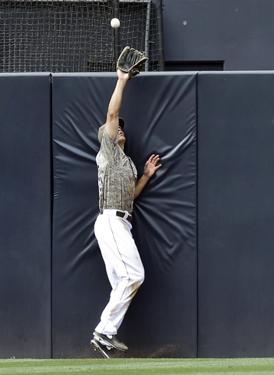 San Diego Padres center fielder Will Venable takes a home run away from New York Mets' Marlon Byrd in the eighth inning of a baseball game on Sunday, Aug. 18, 2013, in San Diego. (AP Photo/Lenny Ignelzi)