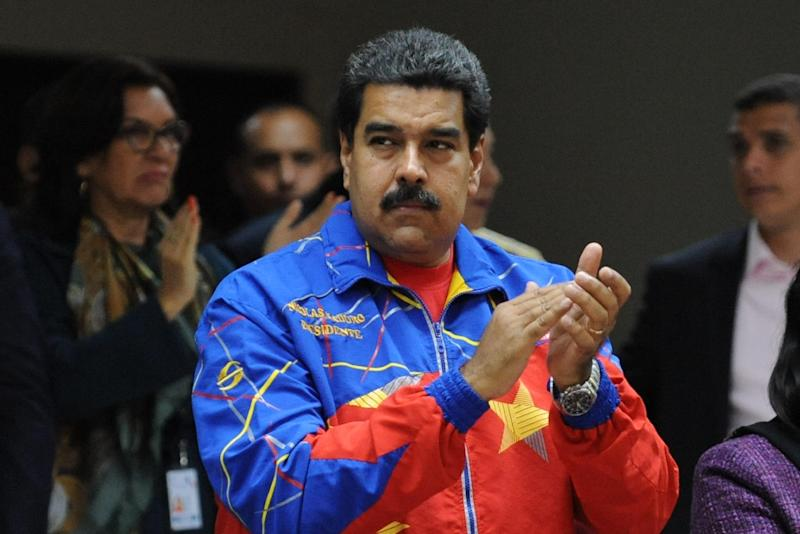 Venezuelan President Nicolas Maduro attends the closing ceremony of the Peoples Summit at the University of Panama on April 11, 2015 (AFP Photo/Johan Ordonez)