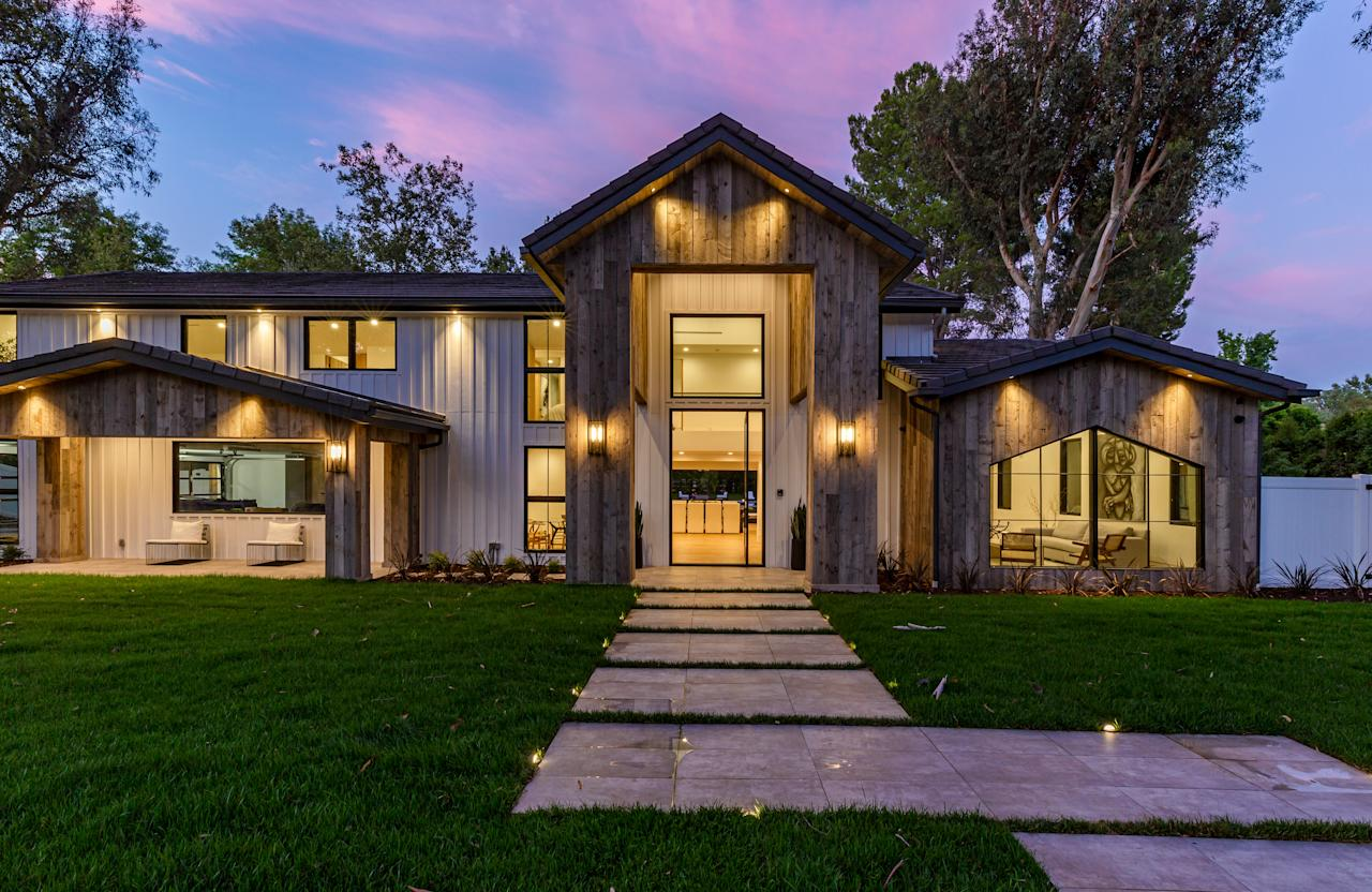 The home sits on a spacious 1.33 acres. (The Agency)