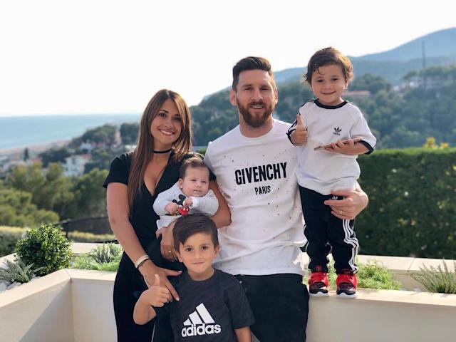<p>Antonella Roccuzzo, wife of Argentina's Lionel Messi with their children. </p>