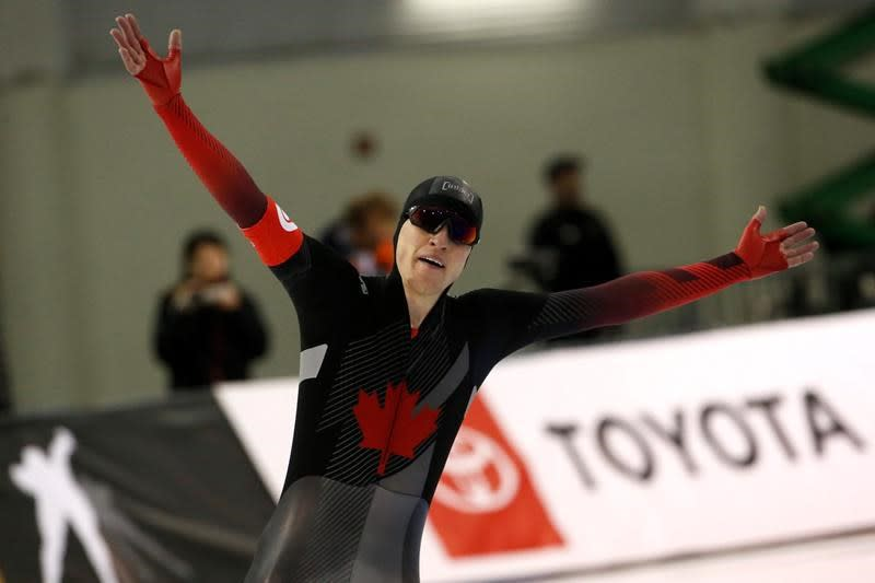 Canadian speedskater Graeme Fish notches world record to win gold at worlds