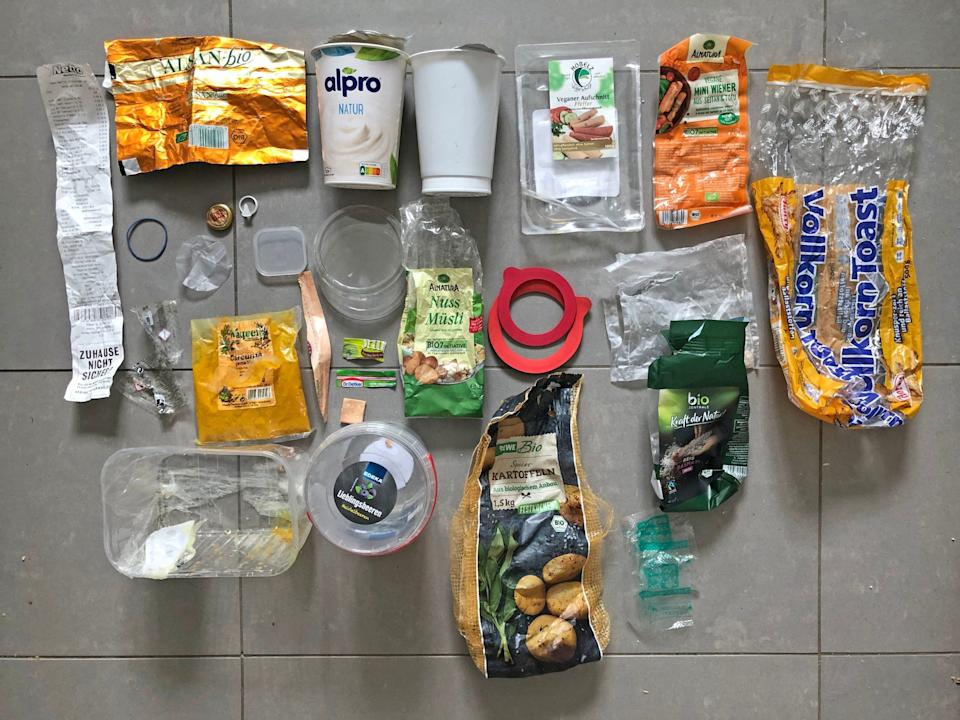 Examples of household plastic waste - Everyday Plastic / PA