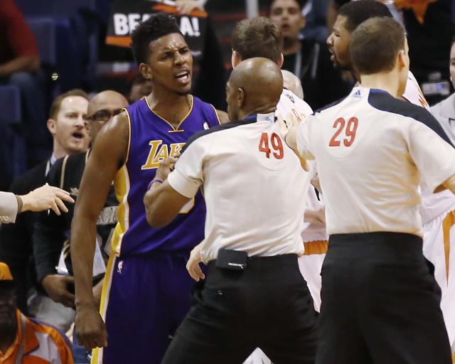 Los Angeles Lakers'Nick Young is separated from Phoenix Suns guard Goran Dragic after Young was fouled by Suns' Alex Len during the second quarter of an NBA basketball game Wednesday, Jan. 15, 2014, in Phoenix. (AP Photo/The Arizona Republic, Michael Chow)