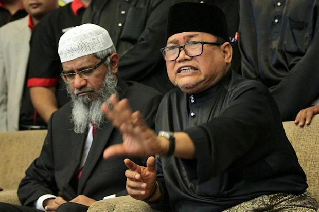 Perkasa president Datuk Ibrahim Ali (right) speaks during a press conference after the 'IJTEMA of 150 Malaysian Muslim Scholars with Dr Zakir Naik' event in Kuala Lumpur April 16, 2017. — Picture by Mohd Yusof Mat Isa