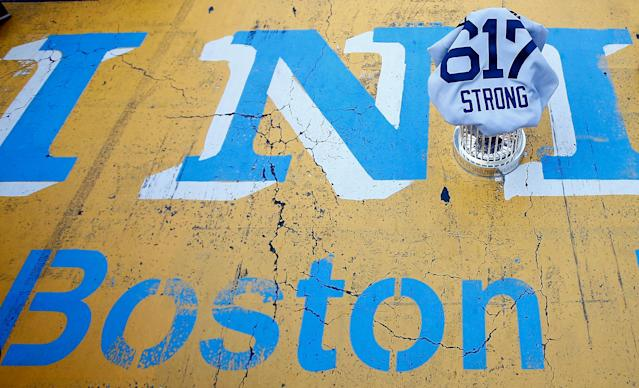 BOSTON, MA - NOVEMBER 02: The World Series trophy and the 'Boston Strong 617' jersey sit on the finish line of the Boston Marathon on Boylston Street during the World Series victory parade on November 2, 2013 in Boston, Massachusetts. (Photo by Jared Wickerham/Getty Images)