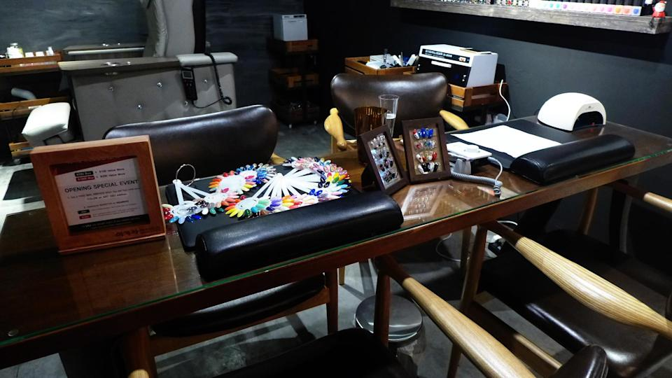 <p>The nail salon is located right next to the entrance of the beauty salon. </p>