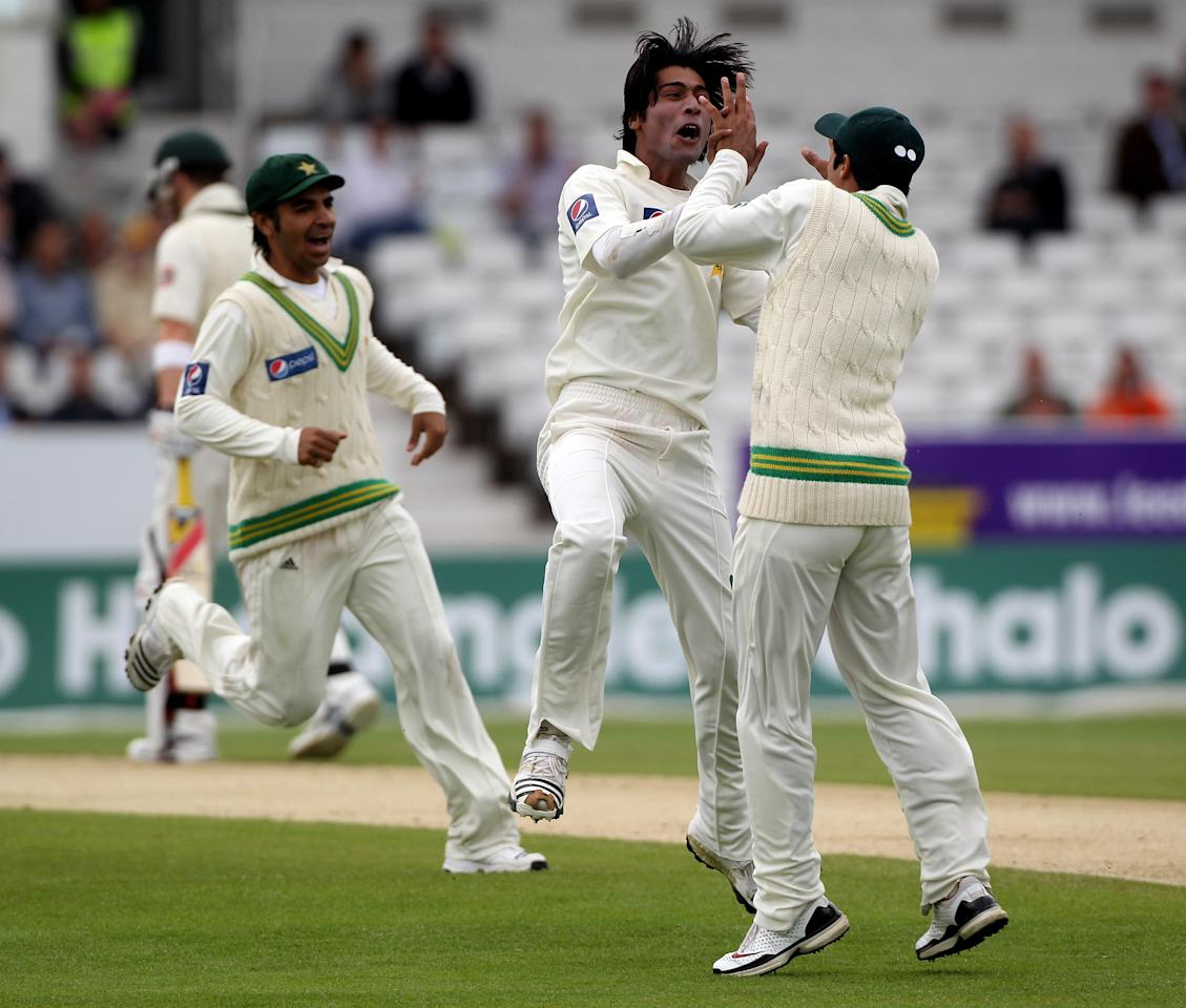 LEEDS, ENGLAND - JULY 23:  Mohammad Aamer of Pakistan celebrates the wicket of Ricky Ponting during day three of the 2nd Test between Pakistan and Australia at Headingley Carnegie Stadium on July 23, 2010 in Leeds, England.  (Photo by Julian Herbert/Getty Images)