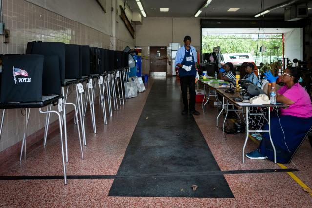 Election workers in Miami, March 17, 2020. (Eva Marie Uzcategui/AFP)