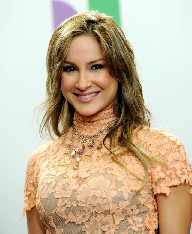 LAS VEGAS - NOVEMBER 11: Singer Claudia Leitte poses in the press room during the 11th annual Latin GRAMMY Awards at the Mandalay Bay Resort & Casino on November 11, 2010 in Las Vegas, Nevada. (Photo by Ethan Miller/Getty Images)