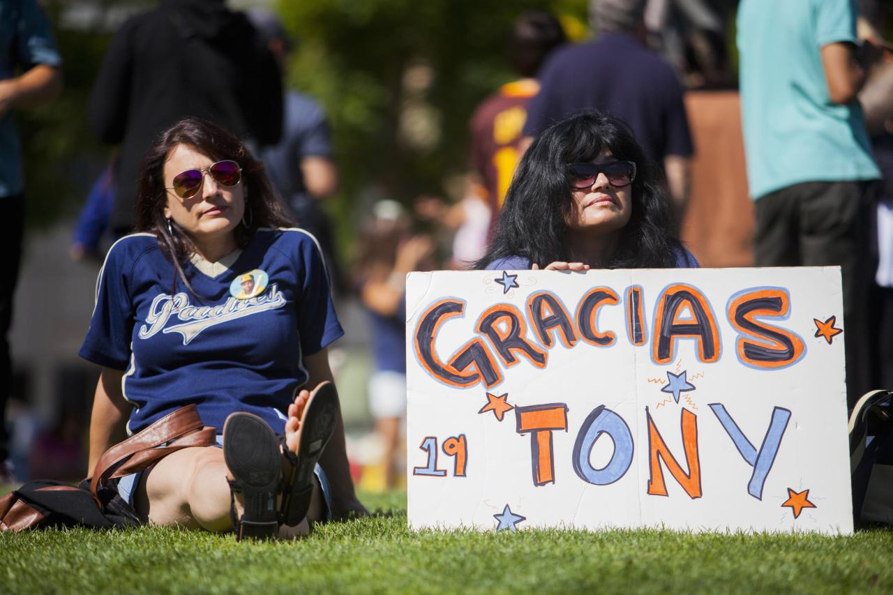 Carmen Lucatero, 47, and Rocio Hodges, 51, hold a sign at a makeshift memorial to former San Diego Padres outfielder Tony Gwynn at Petco Park in San Diego, California June 16, 2014. Gwynn, one of the greatest hitters of his generation, died on Monday at age 54 after a battle with cancer, the National Baseball Hall of Fame and Museum said. REUTERS/Sam Hodgson (UNITED STATES - Tags: SPORT BASEBALL OBITUARY)
