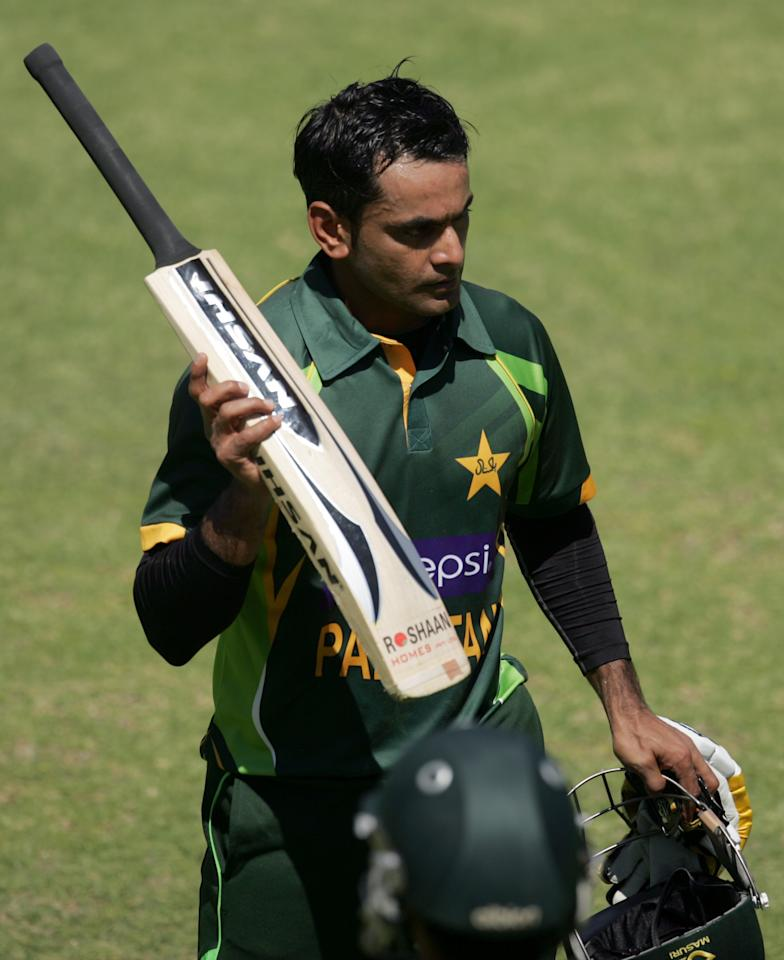 Pakistan batsman Muhammad Hafeez leaves the pitch after loosing his wicket during the first game of the three match ODI cricket series between Pakistan and Zimbabwe at the Harare Sports Club on August 27, 2013.  AFP PHOTO / JEKESAI NJIKIZANA        (Photo credit should read JEKESAI NJIKIZANA/AFP/Getty Images)
