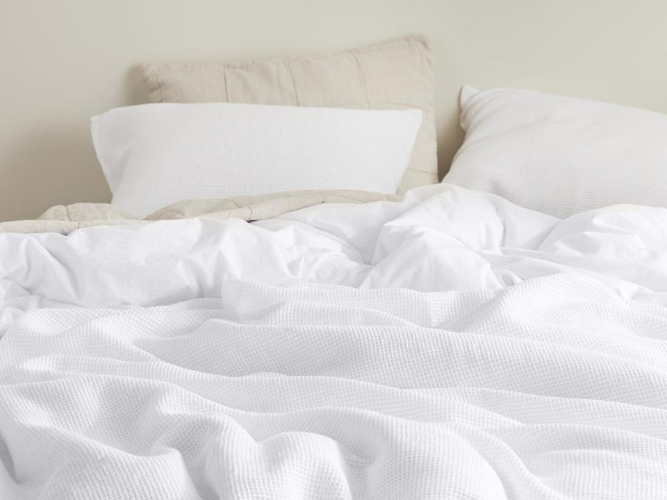 """The set includes a duvet cover and sham set. The duvet cover comes withtwill ties in all four corners so your insert stays in place.<a href=""""https://fave.co/2IFbbhM"""" target=""""_blank"""" rel=""""noopener noreferrer"""">Originally $259, get the full/queen-size set now for 20% off at Parachute</a>."""