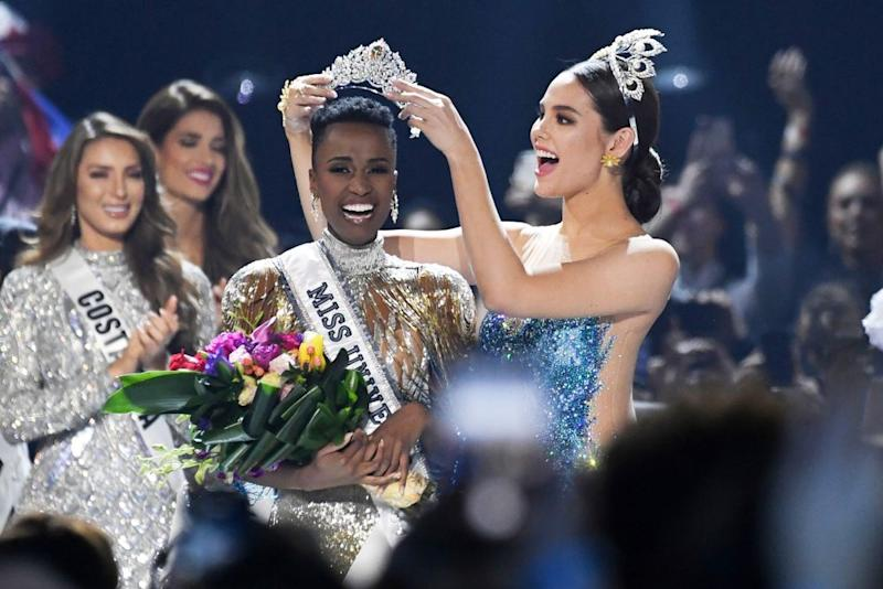 Miss Universe 2018 Philippines' Catriona Gray (R) crowns the new Miss Universe 2019 South Africa's Zozibini Tunzi | Valerie Macon/AFP/Getty