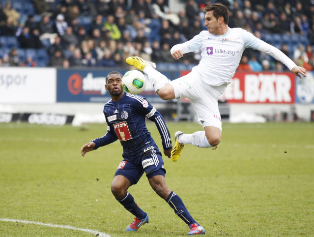 FC Luzern's Otele Mounangue (L) challenges FC Zurich's (FCZ) Mario Gavranovic during their Swiss Super League soccer match in Lucerne, February 17, 2013. REUTERS/Michael Buholzer (SWITZERLAND - Tags: SPORT SOCCER) - RTR3DWSA