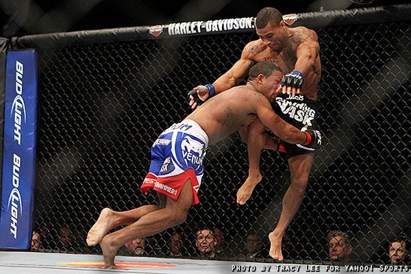 Abel Trujillo lands a knee on Marcus LeVesseur during their fight at UFC on Fox 5. (Credit: Tracy Lee for Yahoo! Sports)