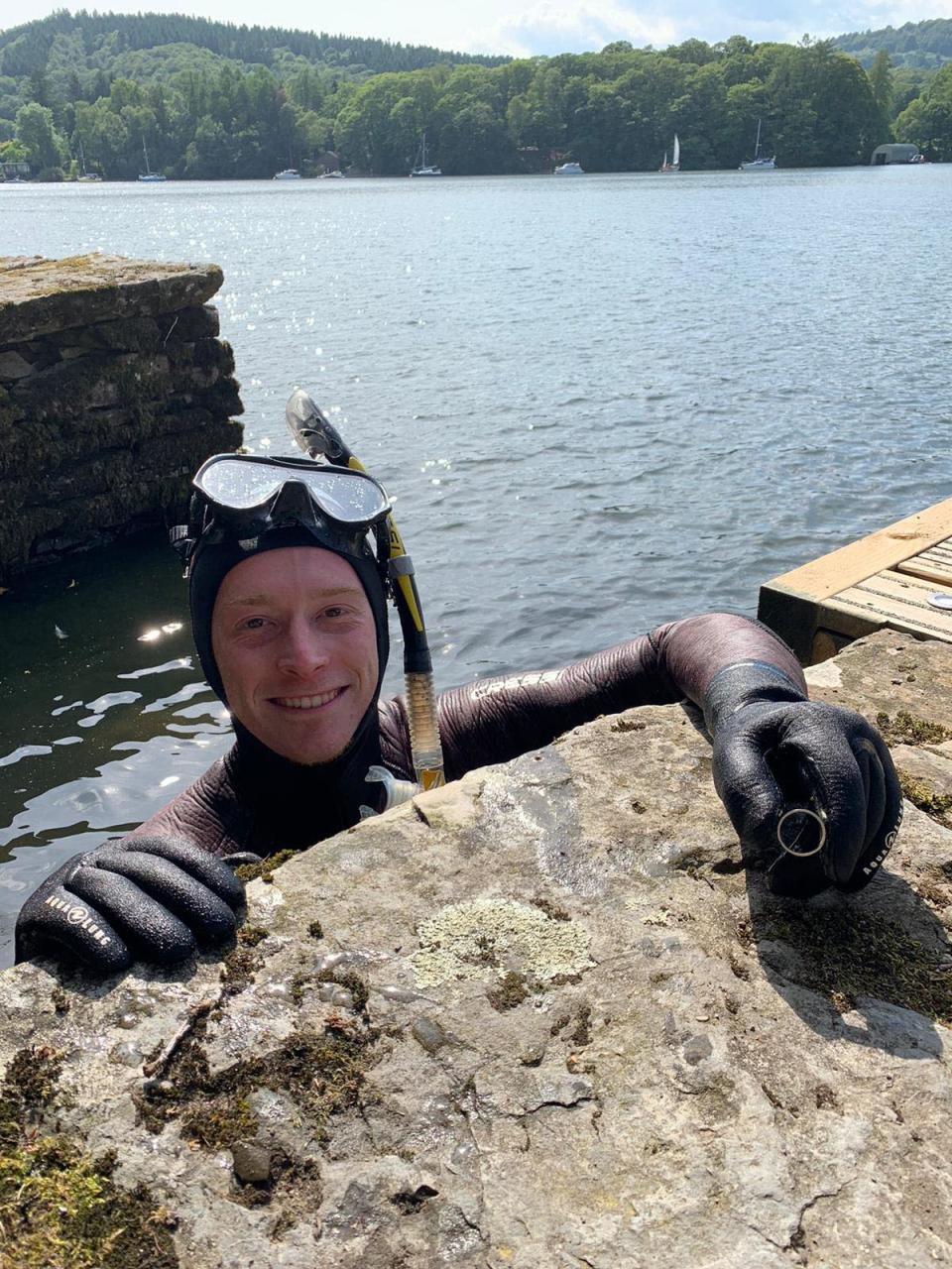 Lake District Diver Angus Hosking recovering the wedding ring of Annabelle and Mick Balchin after it was lost in Lake Windermere on their wedding day (Annabelle Balchin)