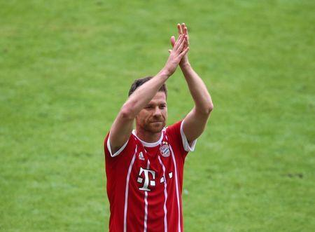 Football Soccer - Bayern Munich v SC Freiburg - Bundesliga - Allianz Arena, Munich, Germany - 20/5/17. Bayern Munich's Xabi Alonso applauds fans as he is substituted Reuters/Michael Dalder. Livepic