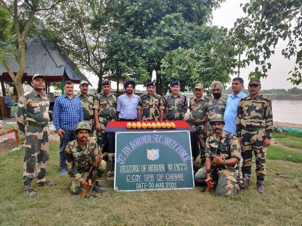 BSF personnel with seized contraband.