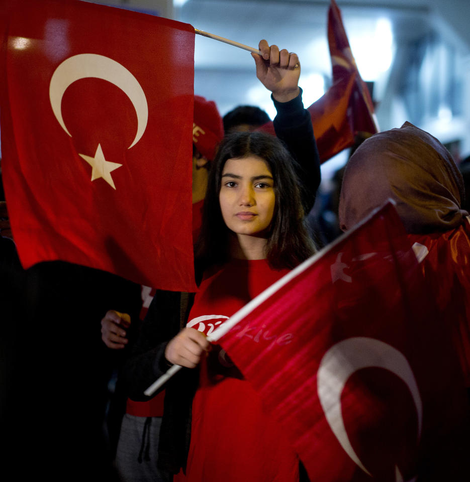"""<p>Demonstrators wave Turkish flags outside the Turkish consulate in Rotterdam, Netherlands, March 11, 2017. Turkish Foreign Minister Mevlut Cavusoglu was due to visit Rotterdam on Saturday to campaign for a referendum next month on constitutional reforms in Turkey. The Dutch government says that it withdrew the permission for Cavusoglu's plane to land because of """"risks to public order and security."""" (Photo: Peter Dejong/AP) </p>"""